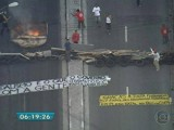 """""""Il vandalismo è quello del governo che getta le persone per strada"""" (la frase riportata sullo striscione)"""
