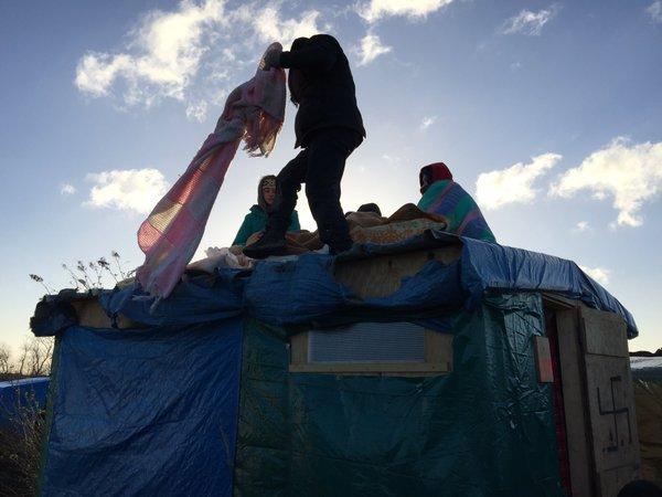 migranti sui tetti