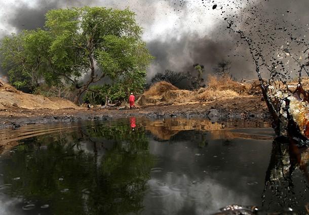 I decennali danni provocati dalle operazioni condotte da Eni sul Delta del Niger (con la complicità di Agip e Shell)